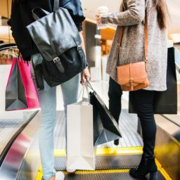 How Retail Kiosks Can Help Retailers Simplify The Busy Holiday Season
